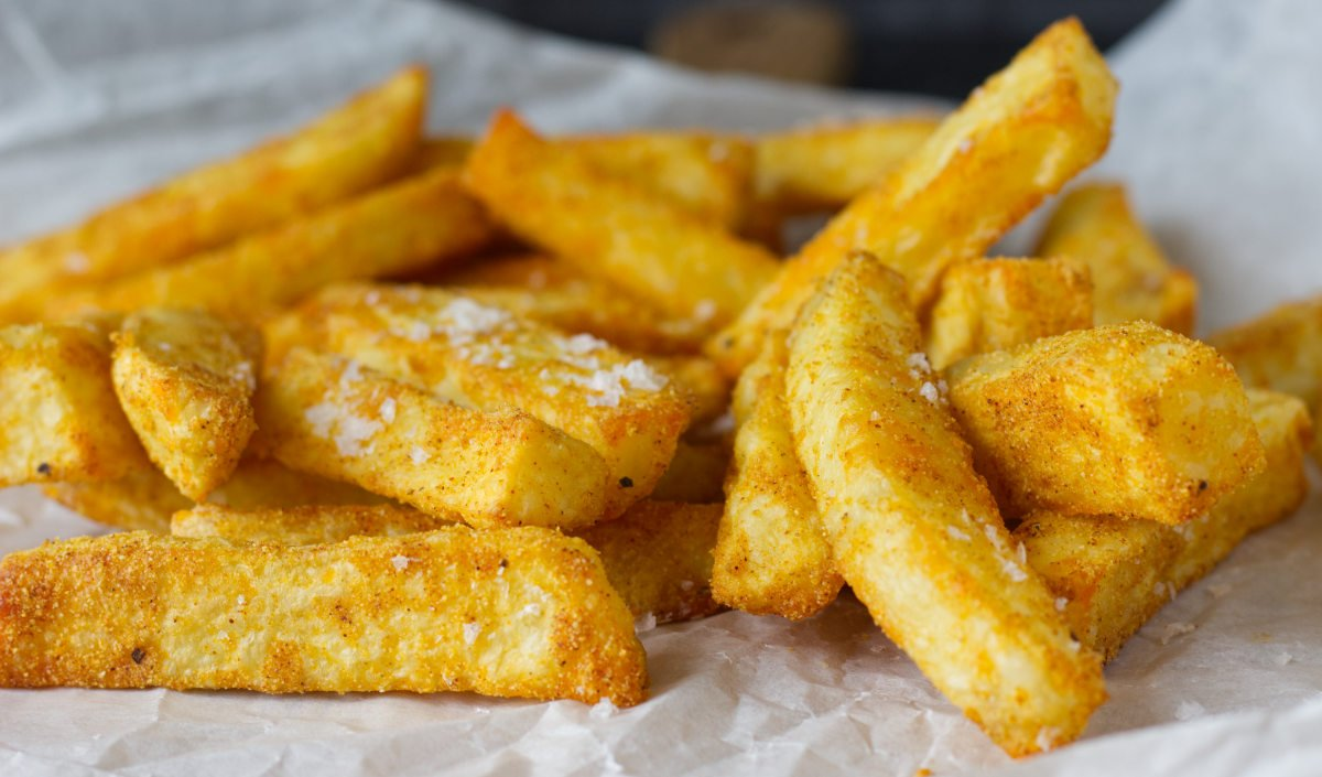 Homemade Low Fat Crispy Oven Chips| Sarah James | http://www.talesfromthekitchenshed.com