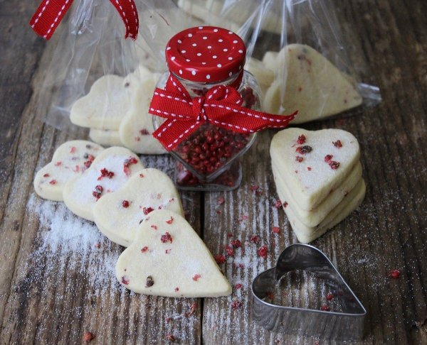 Pink Peppercorn Shortbread - A rich crumbly buttery shortbread delicately flavoured with the spicy floral notes of pink peppercorn and so easy to make !
