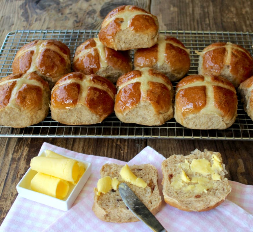 The ultimate Easter bake made healthy. These Healthy Hot Cross Buns are enriched with buttermilk and naturally sweetened with fruit and agave syrup - delicious !