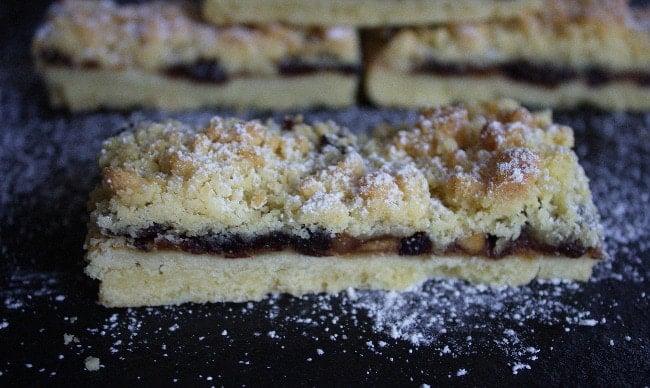 Mincemeat streusel slices on a slate.